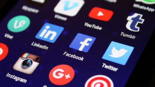 Comment bien gagner sa vie avec les réseaux sociaux ?